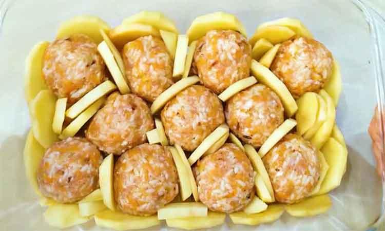Chiftele-cu-cartofi-la-cuptor,-pranz-sau-cina-pentru-intreaga-familie