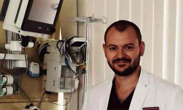 "Dr. Marginean Mihai Alexandru, medic militar aflat in prima linie la Suceava: ""Eu sunt anestezist, medic militar si acum va scriu din Suceava. Pentru cine scriu? In primul rand pentru mine, ca nu cumva sa uit vreodata ceea ce simt acum."