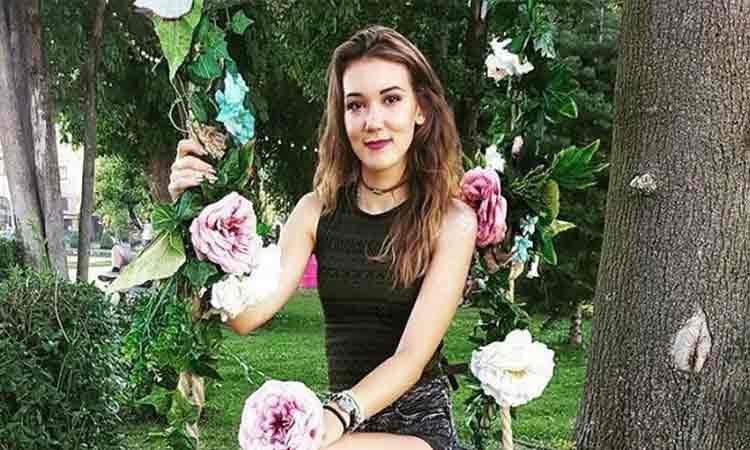 """Marturia cutremuratoare a unei tinere care si-a pierdut tatal de coronavirus la Suceava: L-am luat in brate si eu si mama si i-am zis ultimul """"te iubesc""""!"""