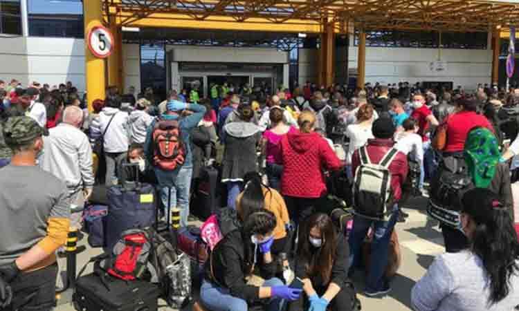 Cluj: Aglomeratie la Aeroportul din Cluj. Mii de oameni pleaca spre Germania, la munca