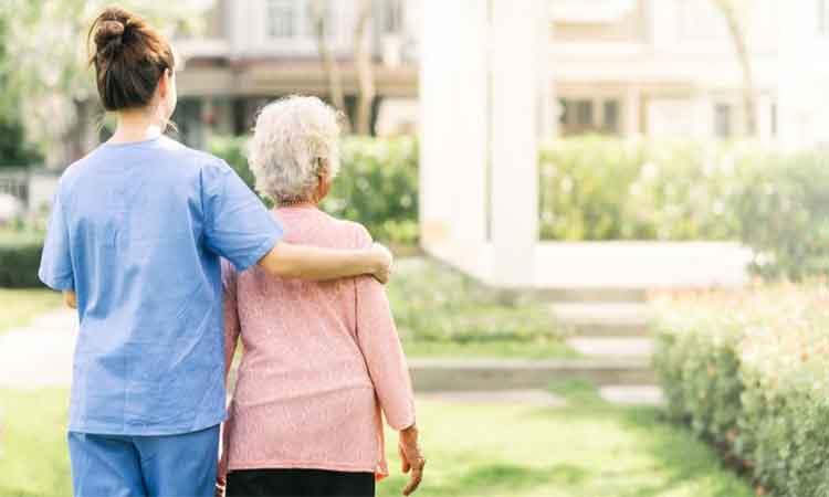 Un-pacient-de-89-de-ani,-vindecat-de-coronavirus,-la-Spitalul-din-Arad