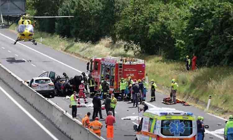Tragedie pe A1 din Italia. Romanul care si-a pierdut doi dintre copii si parintii intr-un accident in Italia a fost arestat