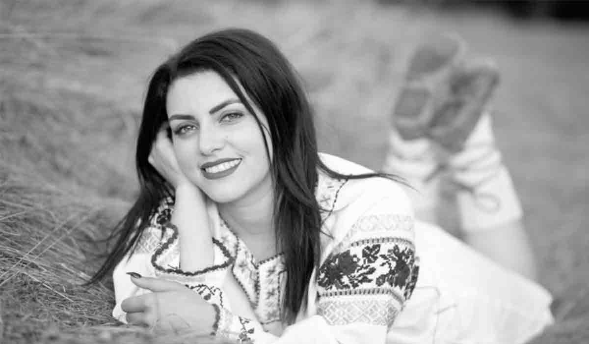 Daniela Cusnir, condusa pe ultimul drum. Cum a fost imbracata cantareata de 23 de ani, care si-a gasit sfarsitul intr-un groaznic accident