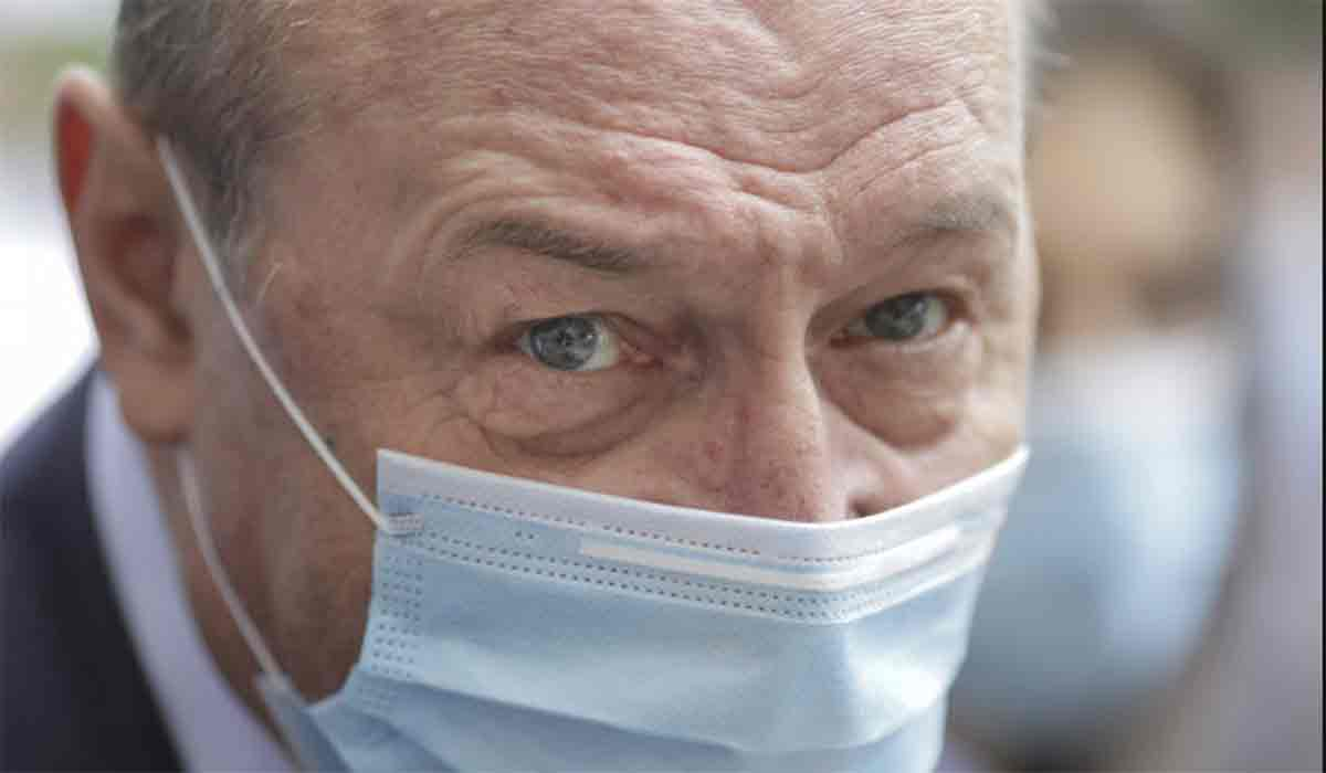 Maria Basescu a atras toate privirile la sectia de votare. Cum a venit imbracata, alaturi de Traian Basescu
