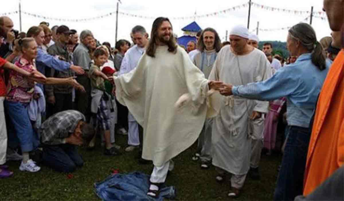 Un barbat care spune ca este Iisus Hristos reincarnat a fost arestat. De ce este acuzat Vissarion.