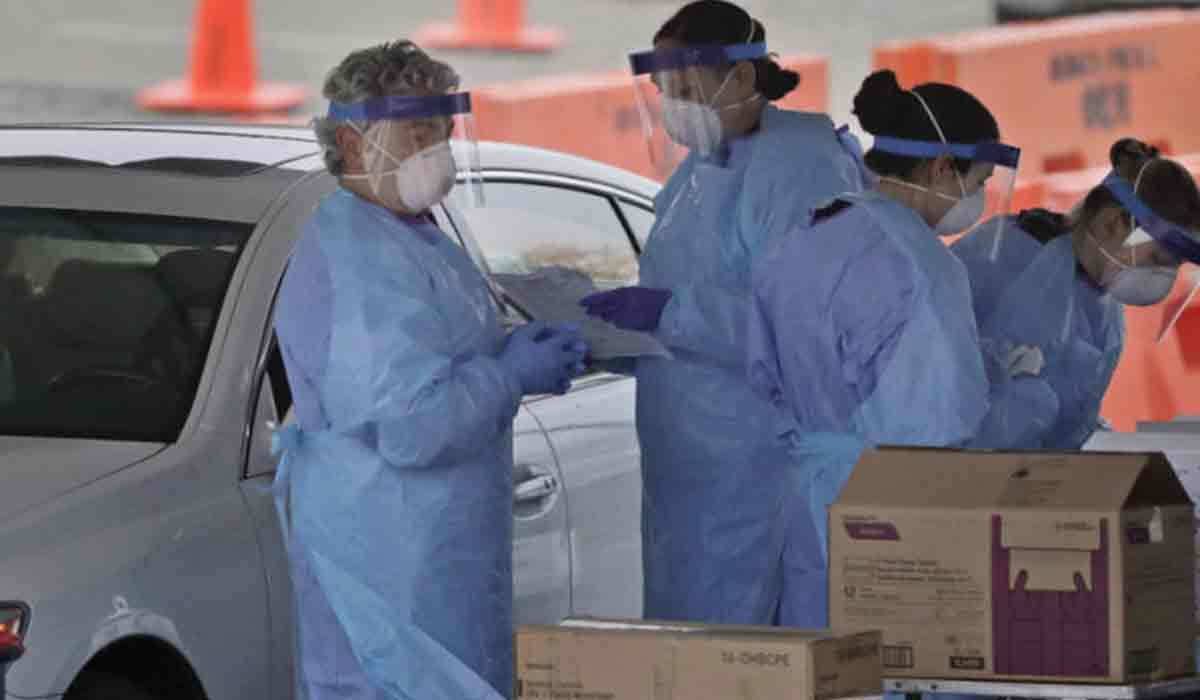 Un nou focar la o firma din Romania. Angajatii au fost dusi la spital
