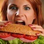 Nu te poti opri din consumul excesiv de mancare? Sfaturi pentru a face fata acestui obicei daunator