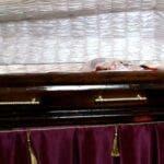 "O femeie declarata decedata de politist a ""inviat"" in fata rudelor care se pregateau sa o inmormanteze"