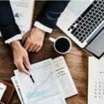 Studiu: Opt din zece companii spun ca se lupta cu scaderea drastica a cererii