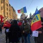 Protest in Timisoara fata de carantinarea orasului. Oamenii au dat foc mastilor!