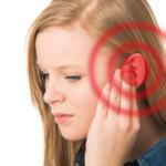 De ce imi tiuie urechile