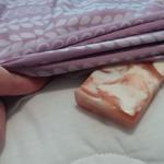 Uite de ce trebuie pusa o bucata de sapun uscat sub cearsafuri inainte de a merge la culcare