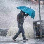 Alerta METEO: Cod galben si de ploi torentiale pentru Bucuresti si 29 de judete